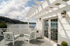 lakeside-custom-entertainment-deck